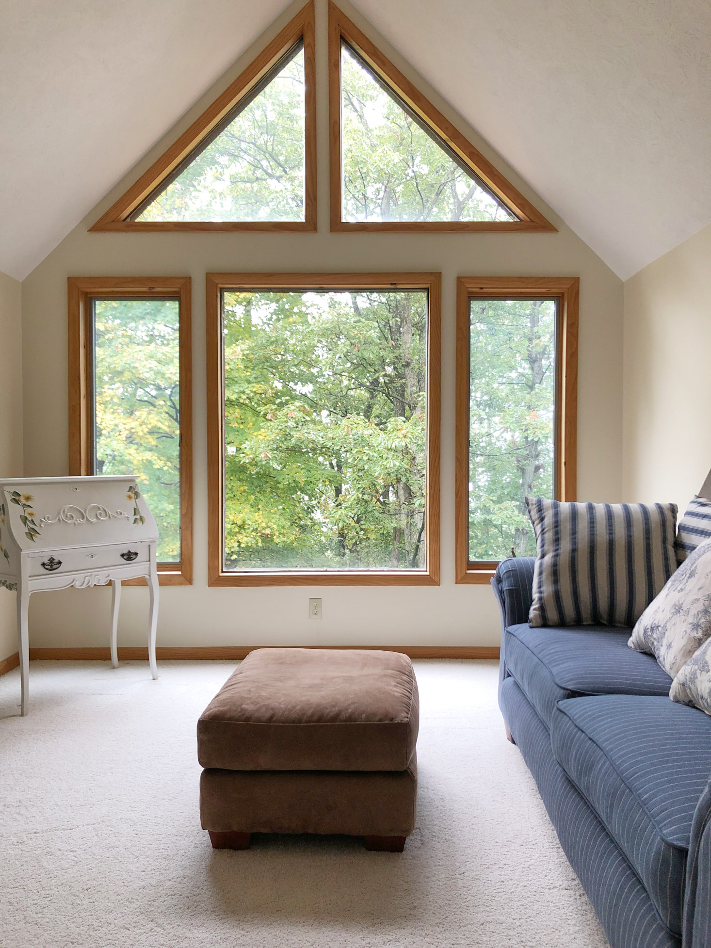 Triangle windows at side of cabin