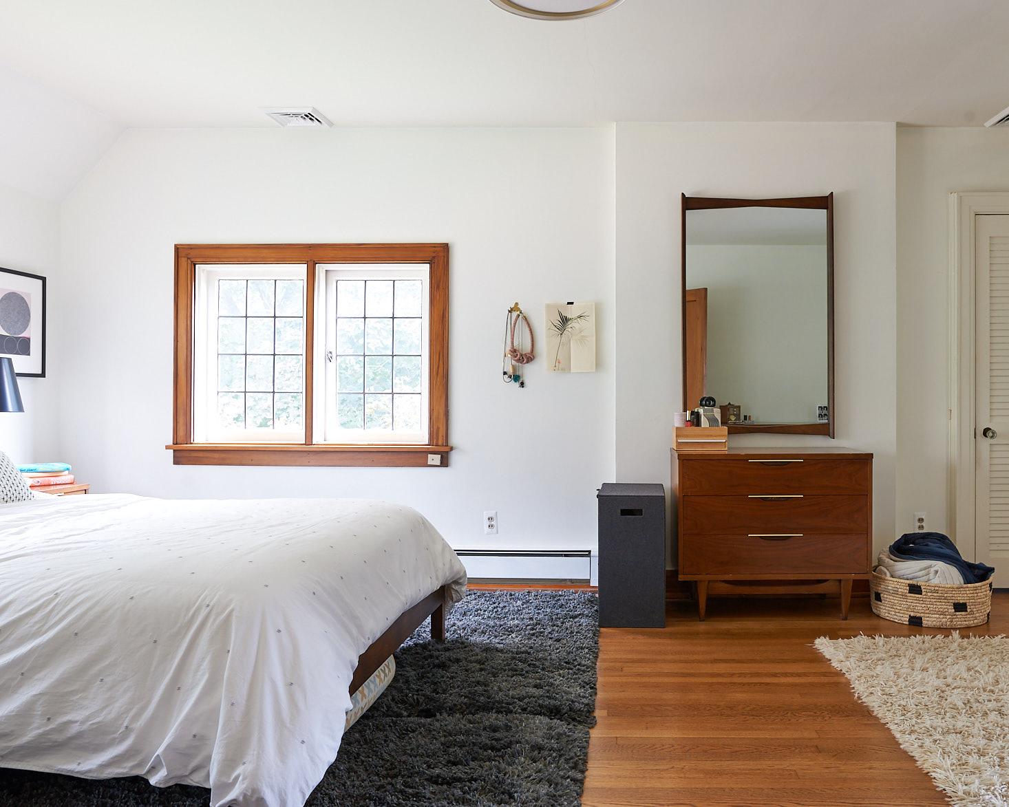 dark shag rug white walls mid century dresser